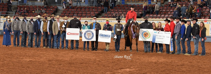 A group photo around the 2020 Pleasure Versatility Challenge winner, Blake Weis and Hot Lopin Lilly.